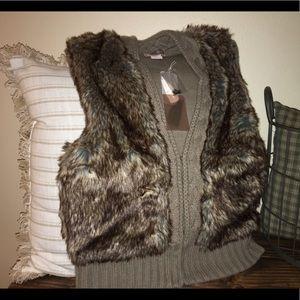 🍁FALL WEAR🍁NWT Faux Fur Sweater Vest Size M